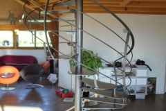 12 Escalier design tout acier vernis