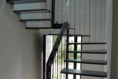 12 Escalier suspendu